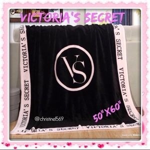 New! ❤️Victoria Secret blanket 50x60""